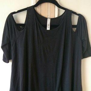 Jolie off the shoulder t-shirt